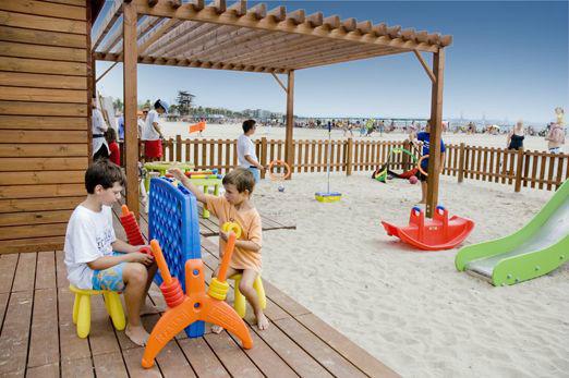 Hoteles en la pineda con piscina climatizada para agosto for Hoteles con piscina en tarragona
