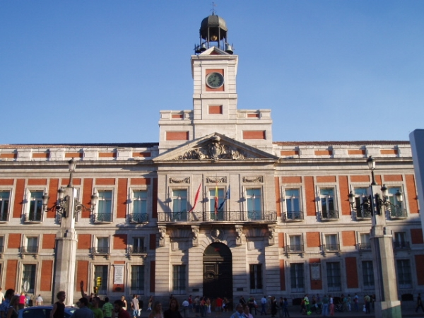 Viaje de fin de curso a madrid km 0 viaje fin de curso for Que es la puerta del sol en madrid