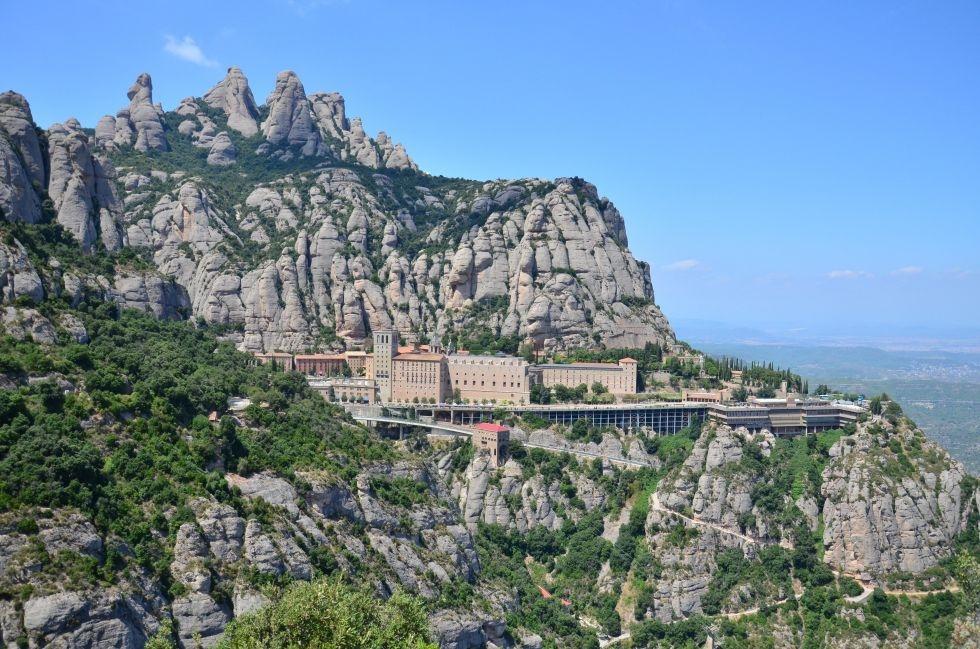 Gay tours barcelona montserrat mountain tour barcelona for Hotels tours