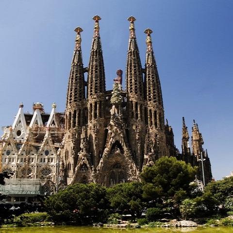 Tour gay en barcelona ruta sagrada familia barcelona for Hoteles en barcelona centro para familias